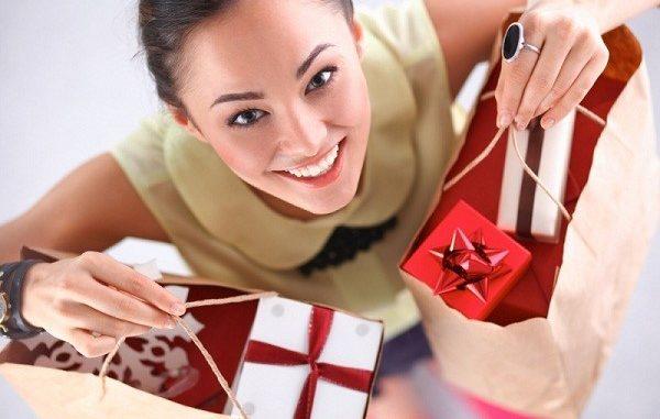 Kado Natal bisa disesuaikan dengan kesukaan, hobi atau kepribadian penerima