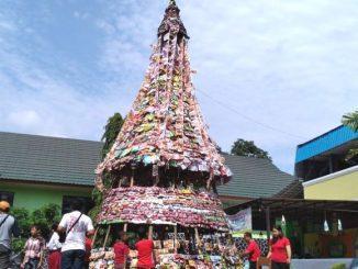 Ilustrasi: Pohon Natal dari limbah plastik di SD Karitas Purwokerto. (Ist)