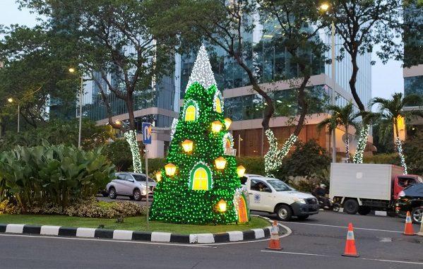 Keindahan Pohon Natal di Kawasan Bisnis SCBD Jakarta
