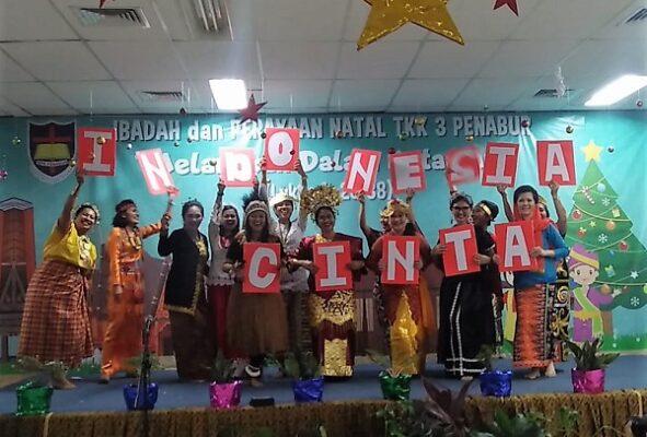 Orangtua peserta didik ikut menyemarakkan Perayaan Natal 2018 di TKK 3 PENABUR Jakarta