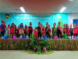 Penampilan peserta didik dalam nuansa keberagaman pada Perayaan Natal 2018 di TKK 3 PENABUR Jakarta
