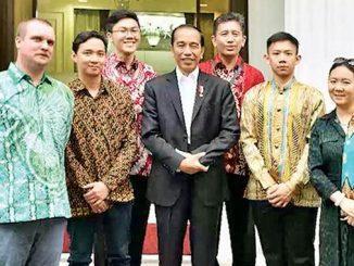 Tim Unika Soegijapranata bersama Presiden Joko Widodo. (Dok. Unika Soegijapranata)