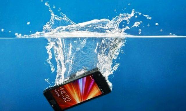 Ilustrasi: Cara mengatasi HP terendam air. (Ist.)