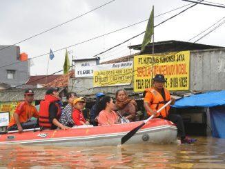 Ilustrasi: Proses evakuasi warga yang terdampak banjir. (Ist.)