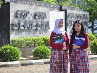 Peserta didik SMP-SMA Sekolah Semesta BBS Semarang di Jl. Raya Manyaran-Gunungpati Km. 15, Nongkosawit, Gunungpati, Semarang, Jawa Tengah