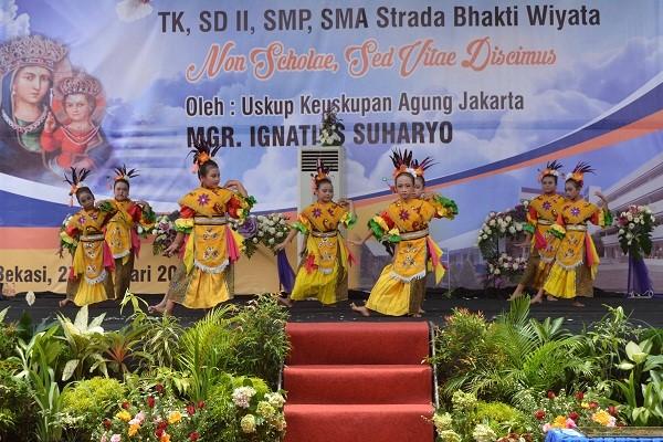 Penampilan peserta didik Sekolah Strada