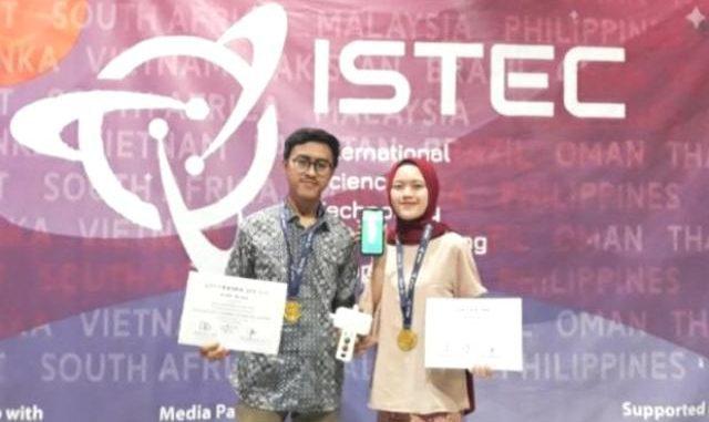Tim UGM, Regita Rahma Maharatri dan Ilham Fazri menyabet medali emas dalam ajang ISTEC 2020. (Dok.Humas UGM)