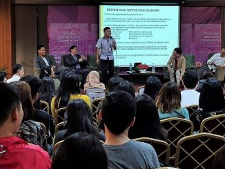 "Direktur PT Astra International Tbk, Paulus Bambang W.S., Executive Director Charta Politika Indonesia & Co Founder Asumsi, Yunarto Wijaya, CEO Kitong Bisa Foundation & Staff Khusus Presiden Jokowi, Billy Mambrasar, TV Host, Mc, Entreprenuer dan Public Speaker, Choky Sitohang serta Professor di IPMI International Business School, Prof. Roy Sembel, Ph.D selaku moderator di Career Talk ""Are You Ready for the Disruptive Era?"" di Kampus UPH Lippo Village, Tangerang pada Senin, 27 Januari 2020"