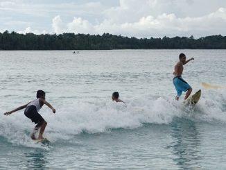 Pantai-pantai Pulau Sipora, Mentawai terkenal dengan ombak surfingnya hingga menjadi daya tarik tersendiri bagi seluruh penjuru dunia. (Arlicia/KalderaNews)
