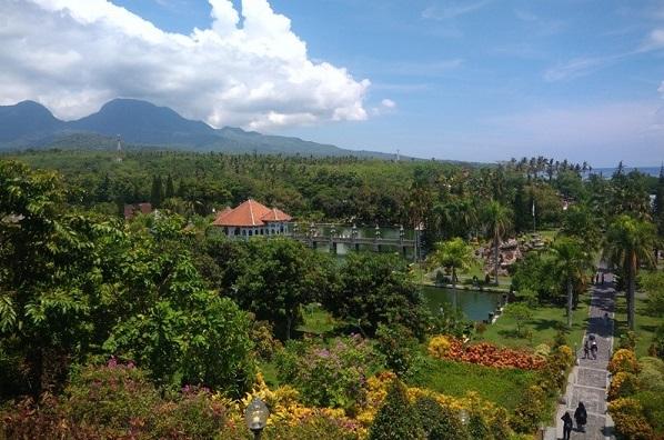 Keelokan pemandangan alam Taman Ujung Karangasem di Bali