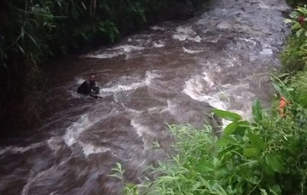 Proses pencarian dan evakuasi siswa SMPN 1 Turi yang terseret arus sungai