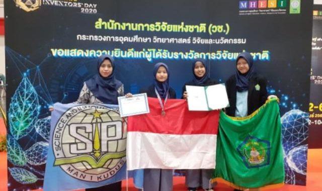 Tim Riset MAN 1 Kudus berhasil meraih medali Thailand Inventors Day (TID) 2020. (Ist.)