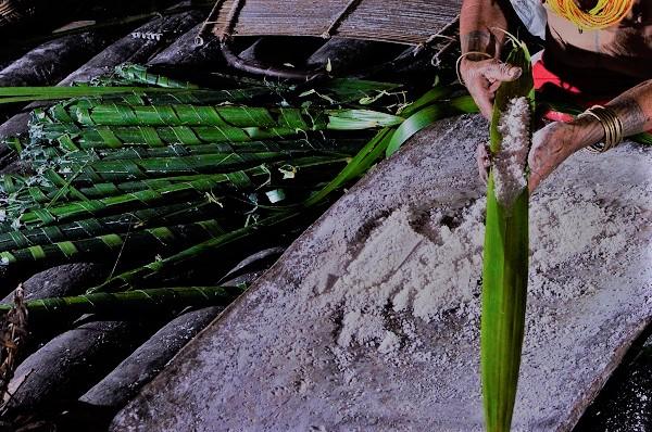 Kapurut, olahan sagu basah dan kelapa. (KalderaNews/Ist)