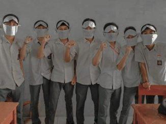 Sejumlah pelajar mengenakan topeng di Cianjur. (Ist.)
