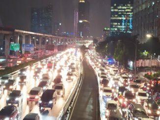 Kemacetan di Jakarta saat penghapusan aturan ganjil genap pada Senin, 16 Maret 2020