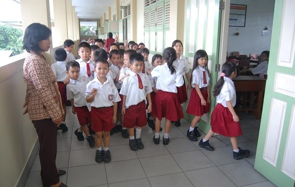 Kegiatan Belajar Mengajar di SD Bruder Singkawang, Kalimantan Barat