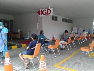 Social distancing cegah virus Corona (Covid-19) di Rumah Sakit Mitra Keluarga Pratama Jatiasih, Jl. Raya Jatimekar, RT.01/RW.012, Jatimekar, Kec. Jatiasih, Kota Bekasi, Jawa Barat, Rabu, 25 Maret 2020