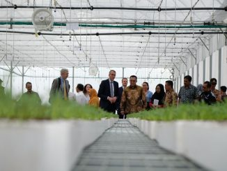 Wakil Menteri Pertanian, Alam, dan Kualitas Pangan Belanda, Jan Kees Goet, dan Rektor IPB, Prof. Arif Satria di Kampus IPB Dramaga, Rabu, 11 Maret 2020
