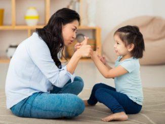 Ilustrasi: Bermain bersama anak selama berada di dalam rumah. (Ist.)