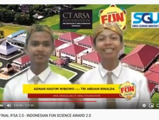 "Adnan Hasyim Wibowo dan Tri Ardian Rinalda dari SMA Unggulan CT ARSA Foundation Sukoharjo, Provinsi Jawa Tengah, Indonesia saat presentasi di acara grand final kompetisi unik dan nyeleneh Indonesian Fun Science Award 2.0 (IFSA 2.0) dengan tagline ""Fun Horizon of Scientific Research"". Grand final dihelat secara Live di Channel YouTube Swiss German University, Selasa 21 April 2020"