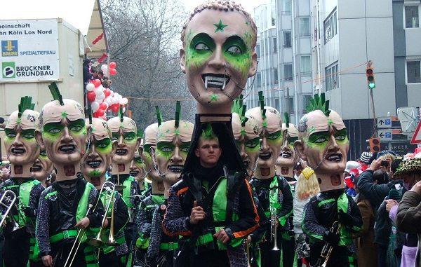 Salah satu karnaval yang paling termasyur di Jerman adalah The Cologne Carnival (German: Kölner Karneval) saat Rosenmontag. Karnaval ini banyak diminati pelajar internasional untuk mengenal kebuadayaan Jerman