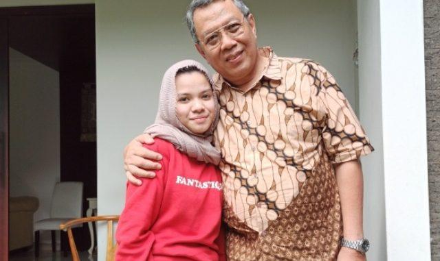 Kania Khairunissa bersama ayahnya. (Dok. Pribadi)
