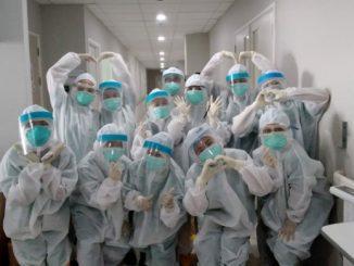 Para relawan Fakultas Kedokteran (FK) dan Faculty of Nursing (FON) Universitas Pelita Harapan (UPH)
