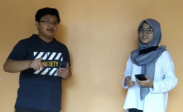 Vicky Rian Saputra dan Chantiq Hast Dhuatu dari SMA Negeri 1 Karanganyar, Jawa Tengah, Indonesia