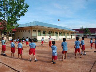 Pelajaran olahraga di SD Bruder Singkawang, Kalimantan Barat