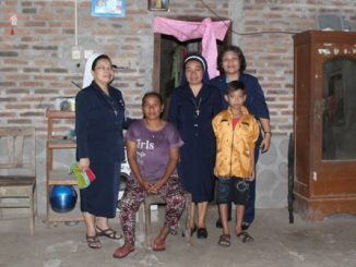 Sr. Rosiana, CB Kakanwil Jawa Tengah dan Pimpinan Sekolah SMK Pius X Magelang terjun langsung memberikan perhatian pada keluarga peserta didik