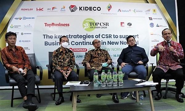 Seminar TOP CSR Award 2020: (KI-KA) Nurdizal M Rachman Chairman Corebest, Mas Ahmad Daniri Chairman KNKG, Thendri Supriatno Chairman of ISVI CFCD, N. Imam Akbari Co-Founder Global Wakaf, dan M Lutfi Handayani CEO & Editor Chief Top Business
