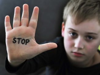 Ilustrasi: Ancaman kejahatan seksual dan cyberbullying pada anak melalui media sosial. (Ist.)
