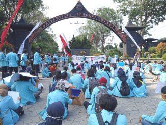 Ilustrasi: Aksi protes mahasiswa UNS. (ISt.)