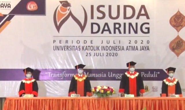 Wisuda Daring pertama kali Unika Atma Jaya Jakarta. (Foto: Twiiter @UnikaAtmaJaya)