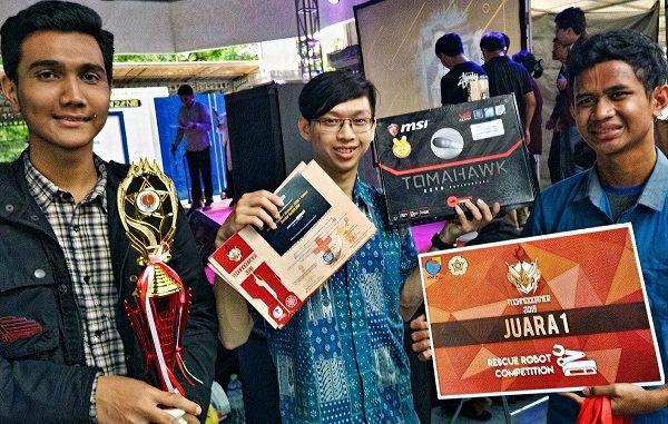 Evans Karlin (tengah) bersama Tim Rescue Robot UAJ, yang terdiri dari mahasiswa Teknik Elektro, meraih juara 1 dalam Kompetisi Technocorner 2018 di Universitas Gadjah Mada. Fakultas Teknik UAJ memfasilitasi mahasiwanya dengan laboratorium dan kurikulum terkini yang membekali mereka dalam menghasilkan karya terbaik dan unggul.