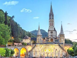 Ilustrasi: Gereja di komplek ziarah Lourdes, Perancis. (Ist.)