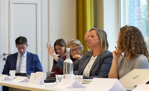 Karin Paardenkooper dari University of Twente menyampaikan apresiasi pada LPDP saat diskusi di Kantor Nuffic, Den Haag, Belanda, Senin, 19 November 2018