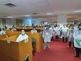 Panitia lokal dan pengawas pusat UKMP2DG bersama seluruh peserta ujian setelah waktu ujian selesai dilaksanakan