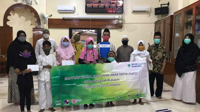 Pemberian santunan PT Bank Syariah Bukopin (BSB) kepada anak yatim dan piatu di Yayasan Masjid Al Waqfiyah Salemba, Senen, Jakarta Pusat (KalderaNews/Dok. BSB)