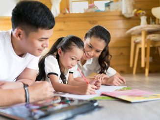 Ilustrasi orang tua mengajarkan pentingnya pendidikan pada anak (KalderaNews/Ist)