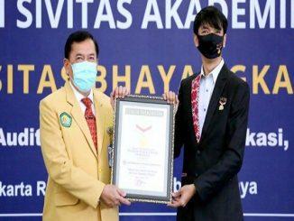 5923 sivitas akademika Ubhara Jaya menyatakan deklarasi perangi narkoba. Deklarasi ini berhasil masuk rekor MURI untuk keempat kalinya bagi Ubhara Jaya (KalderaNews/Dok.Ubhara Jaya)
