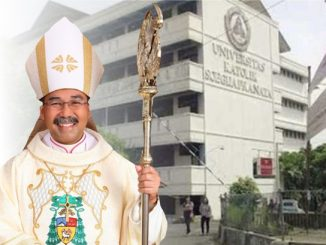 Uskup Agung Semarang Mgr Robertus Rubiyatmoko memimpin Misa pembukaan perkuliahan di Unika Soegijapranata Semarang. (KalderaNews.com/repro: y.prayogo)