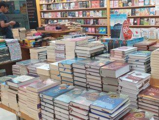 Penjulan buku terlihat sepi di masa pandemi Covid-19