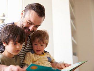Ilustrasi anak dan orang tua baca buku bersama (kalderaNews/Ist)