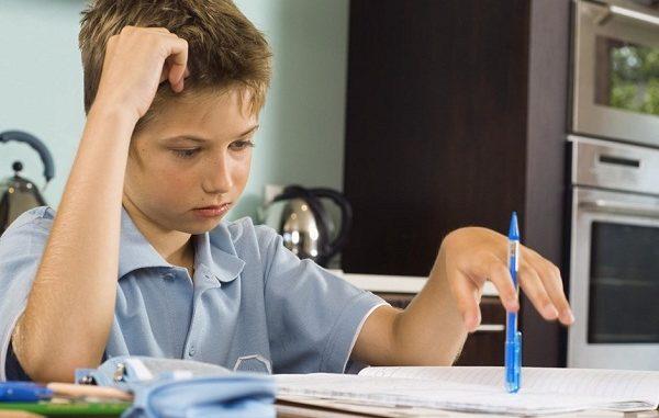 Iustrasi siswa mengerjakan PR. Tidak usah lama-lama, namun efektif dan akurat (KalderaNews/Ist)