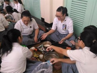 Pelajaran Kimia di SMA Santa Ursula Jakarta