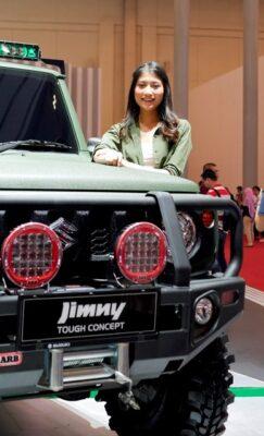 Sales Promotion Girl (SPG) atau usher di gelaran GAIKINDO Indonesia International Auto Show (GIIAS) 2018 di Indonesia Convention Exhibition (ICE) BSD City, Tangerang Selatan, Minggu, 5 Agustus 2018