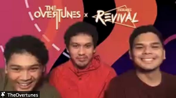 The Overtunes dalam sesi ngobrol bareng di sela-sela konser pada acara penutupan Escalades Revival. Kehadiran mereka membuat suasana acara tersebut terasa lebih cair. (KalderaNews/Dok. SMAK 5 Penabur)