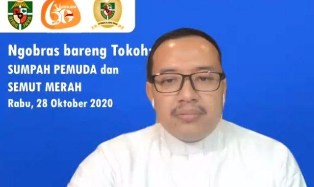"""Romo Antonius Haryanto, Sekretaris Komisi Kepemudaan Konferensi Waligereja Indonesia (Komkep KWI) saat menjadi pembicara dalam webinar """"Ngobras Bareng Tokoh: Sumpah Pemuda dan Semut Merah"""", yang digelar Rabu, 28 Oktober 2020. (KalderaNews.com/y.prayogo)"""