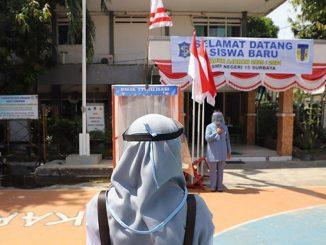 Simulasi guru di Surabaya masuk sekolah